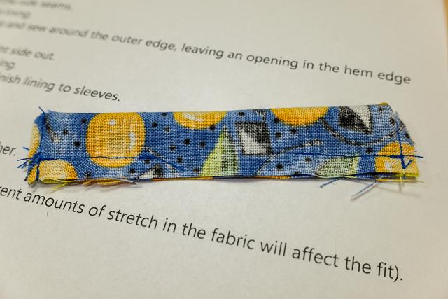 Sew the collar bottom