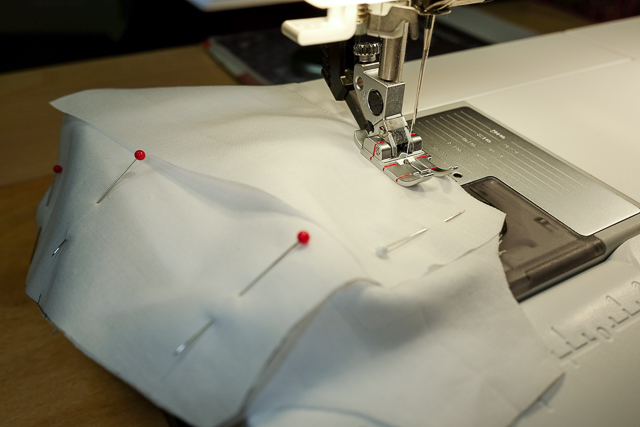 Sew the side seam of the lining