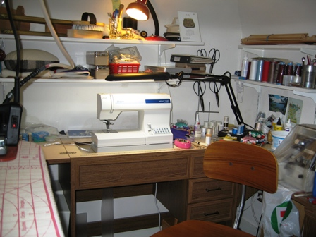 Your sewing room - Small space sewing area style ...